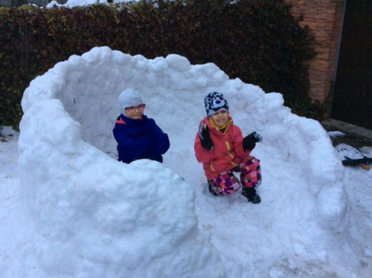W-zimie-poznajemy-jak-sie-konstruuje-budowle-ze-sniegu